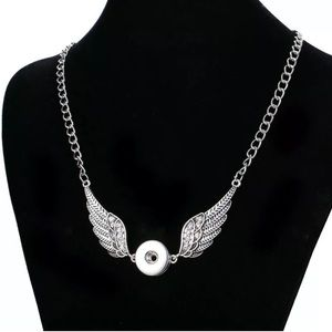 Silver wings 18mm snap button necklace